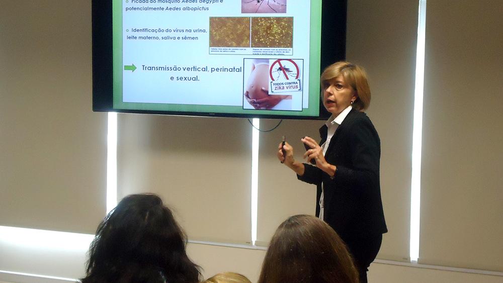 Silvia Regina Marques abordando o tema atual dengue, chikungunya e zika vírus.