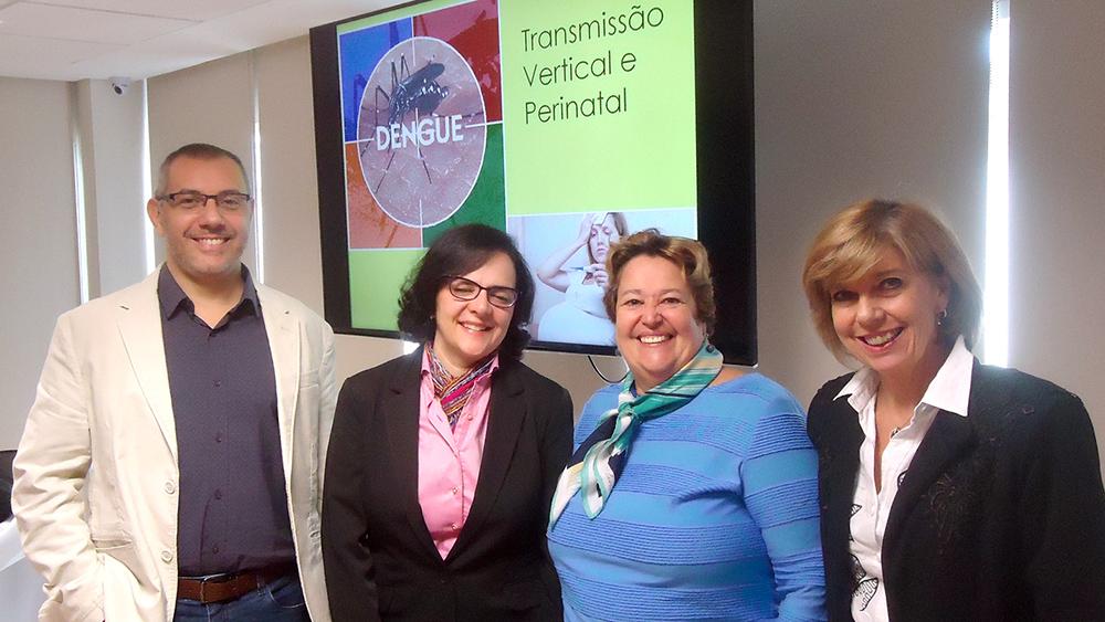 Membros do Departamento de Infectologia da SPSP. Da esquerda para a direita: Marcelo Otsuka, Aída de Fátima T. B. Gouvêa, Lilian dos Santos Rodrigues Sadeck (diretora de Cursos e Eventos da SPSP) e Silvia Regina Marques.