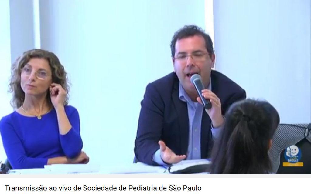 Maria Teresa Lamberte e Benito Lourenço durante o colóquio (imagem capturada da internet)