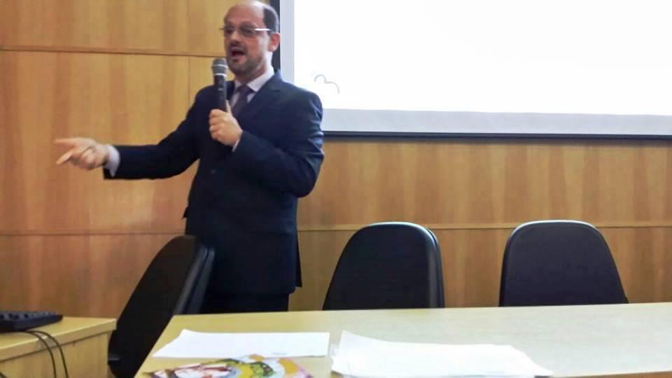 Dr. Moises Chencinski, presidente do Departamento de Aleitamento Materno (DCAM) da SPSP, profere palestra