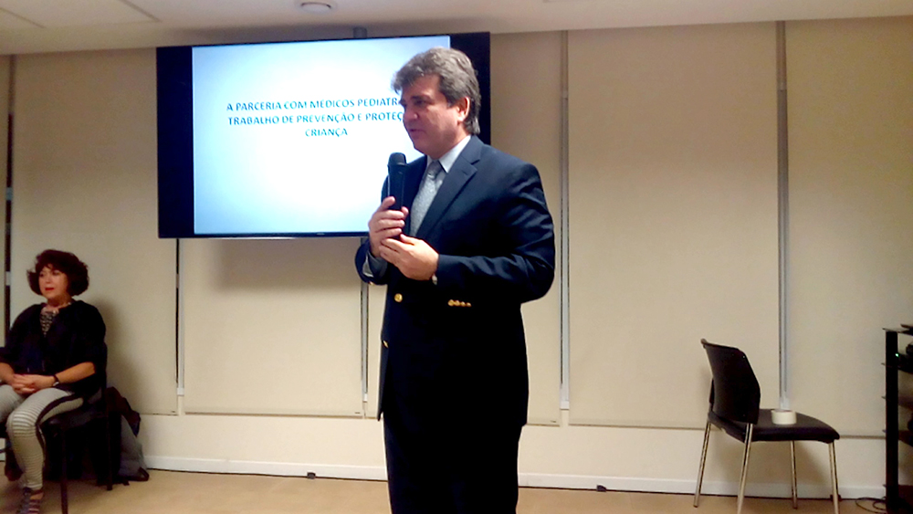 Claudio Barsanti, presidente da SPSP, fala aos presentes na abertura do evento.